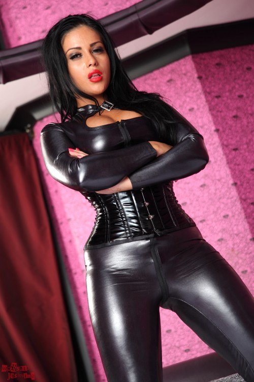 Jasmine Jones Calling Slave To Get Whipped - Picture 5