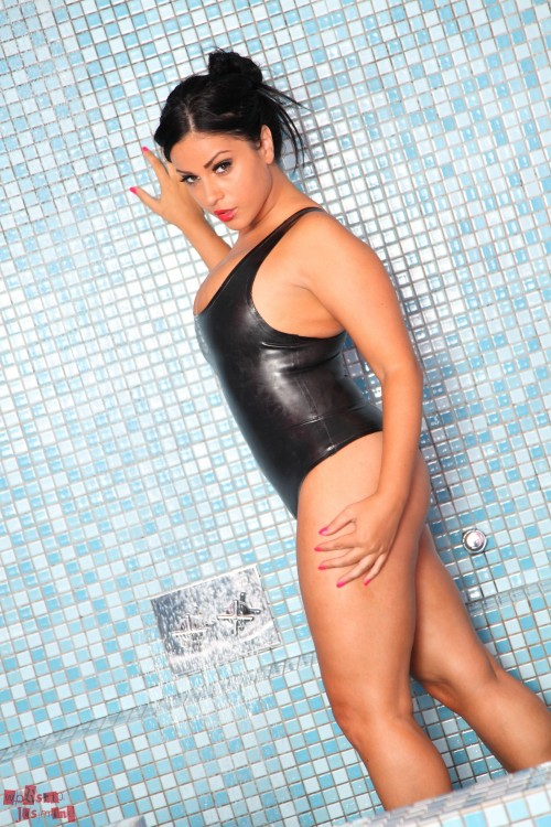 Jasmine Jones Wet Latex - Picture 6