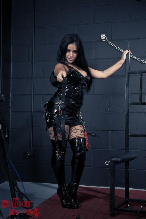 Jasmine Jones - Dungeon Torture - Picture 3
